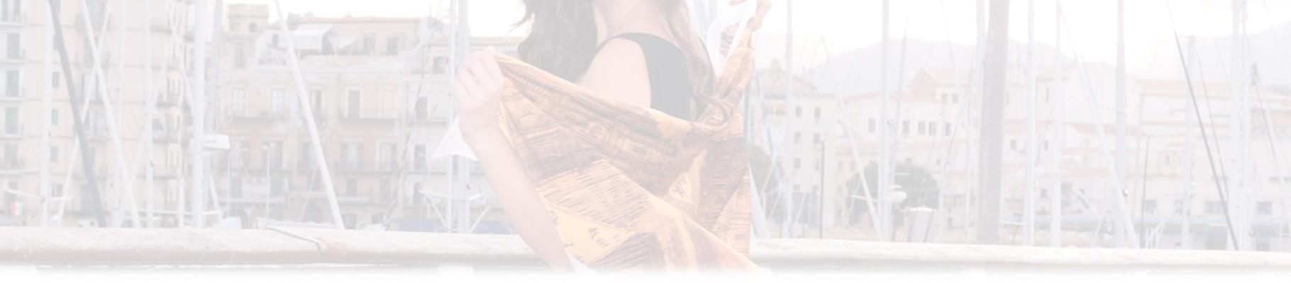 In questa sezione troverai, foulards, sciarpe e pashmine, firmati