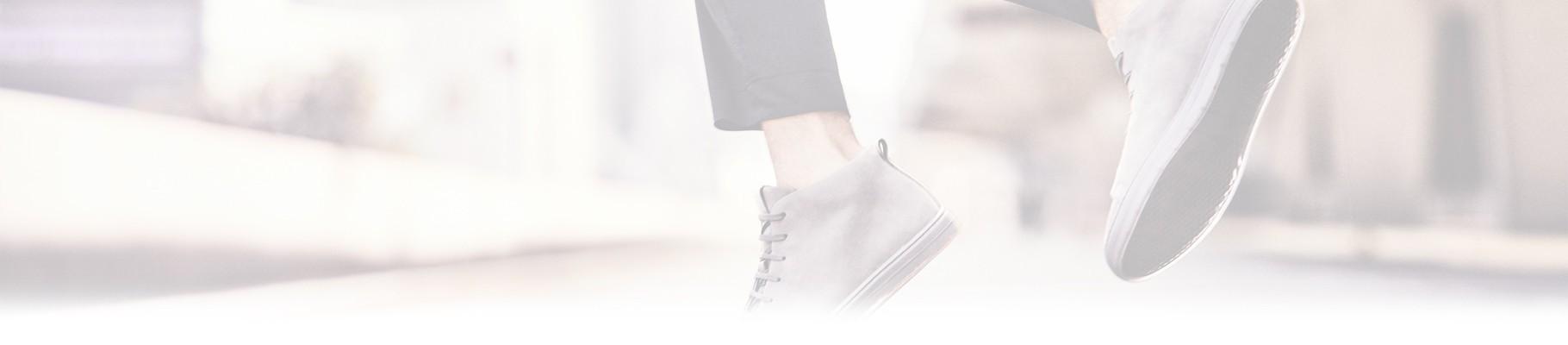 Le sneakers uomo sono una calzatura casual,versatile allo stesso tempo