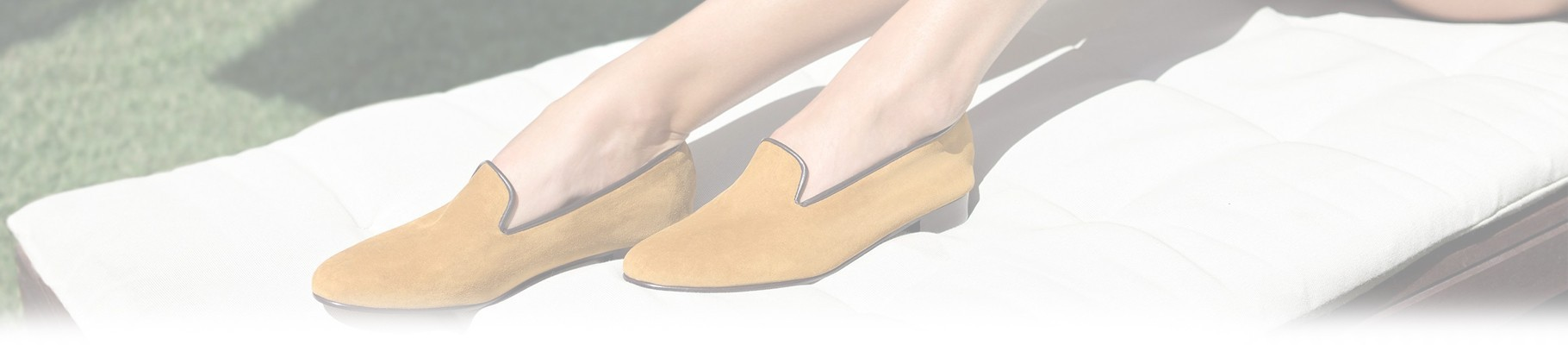 The women's moccasin shoe is the perfect combination between a casual