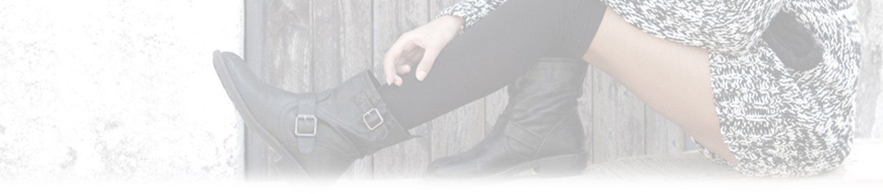The women's boots faithfully harmonize the winter outfit
