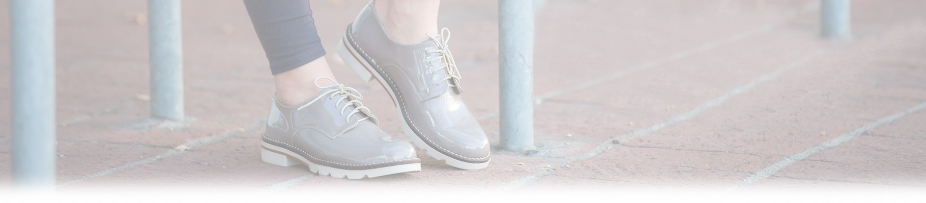 Women's lace-up shoes are the fashion accessory par excellence trend