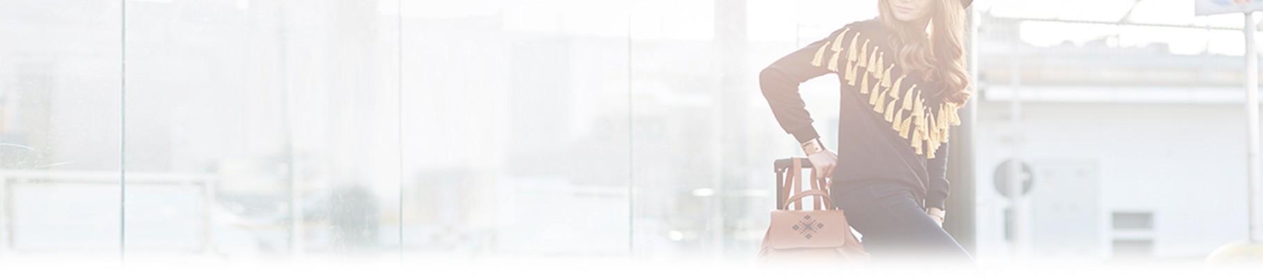 Scopri tutti gli accessori donna firmati dai brands di abbigliamento